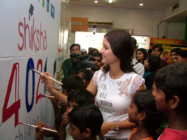 Katrina paints for a cause N4