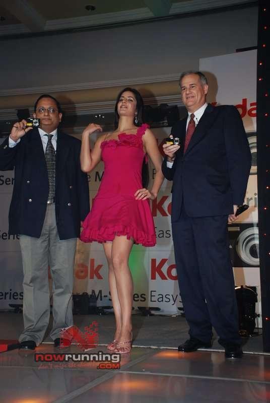 Katrina unveils Stylish M-Series Digicams Katrina%20Kaif%201