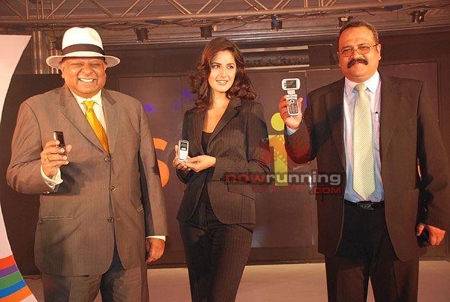 Katrina Kaif to endorse Spice mobile Katrina%20Kaif%2014
