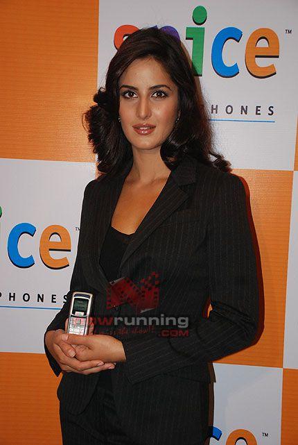 Katrina Kaif to endorse Spice mobile Katrina%20Kaif%2016