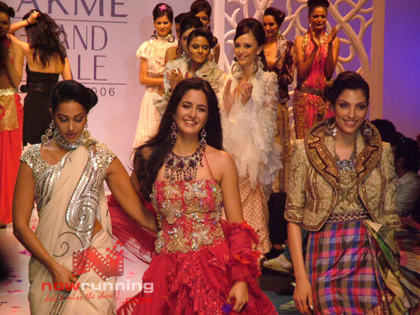 Salman watches as Katrina Sizzles for Ritu Beri's 01