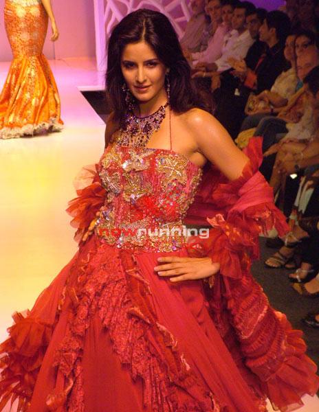 Salman watches as Katrina Sizzles for Ritu Beri's 08