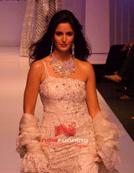 Salman watches as Katrina Sizzles for Ritu Beri's 15