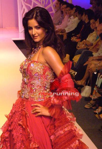 Salman watches as Katrina Sizzles for Ritu Beri's 26