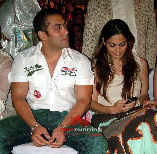 Salman watches as Katrina Sizzles for Ritu Beri's 28