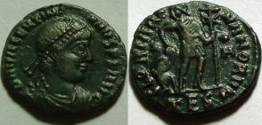 Fibule cruciforme sur un buste de Valentinien Ier 14748