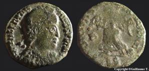 Fibule cruciforme sur un buste de Valentinien Ier 18866