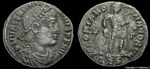Fibule cruciforme sur un buste de Valentinien Ier 16884