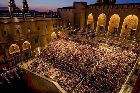 Francuska  - Page 2 Festival-avignon-performance-arena