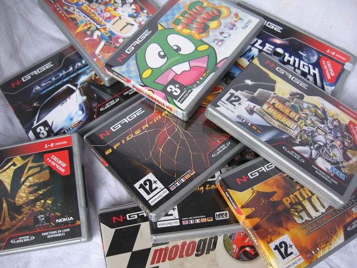"""Les consoles inconnues ou """"un peu"""" oubliées? :-( Nokia-ngage-qd-jeux"""