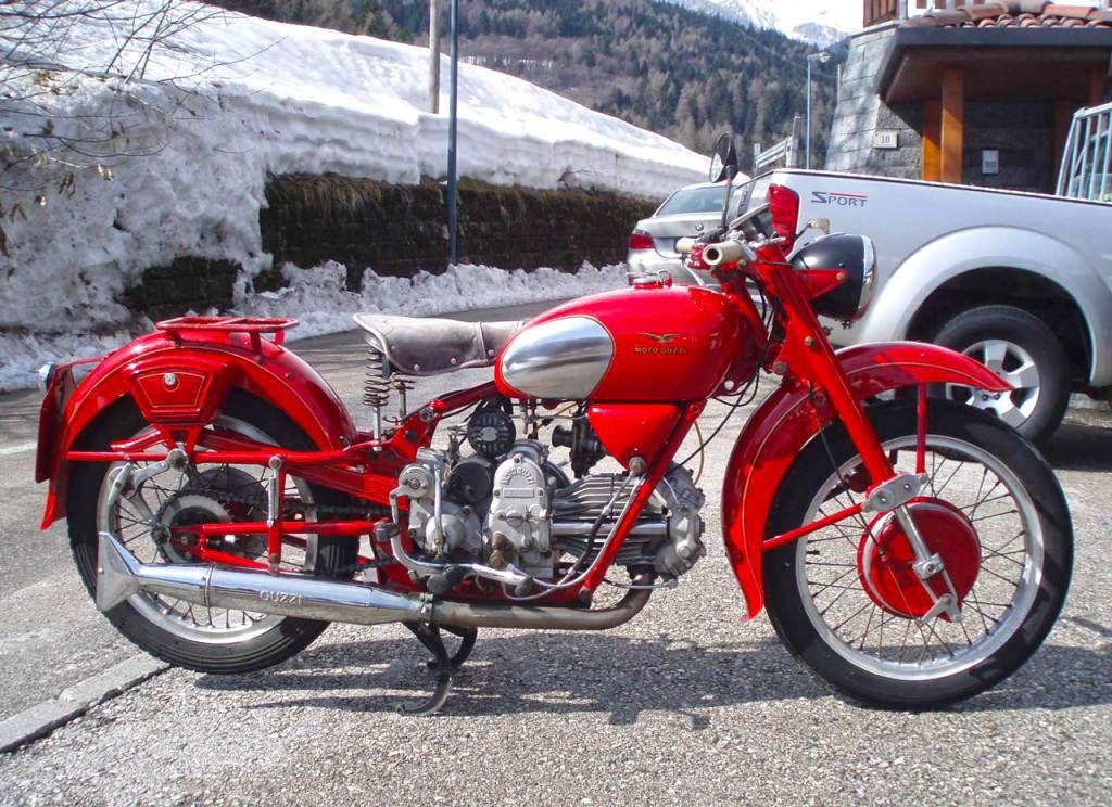 La moto Guzzi V9 Bobber 52f102ad9c430