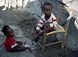 """Dicen que en Cuba... ¿La población cubana """"huye"""" del país?  Haiti-poverty"""