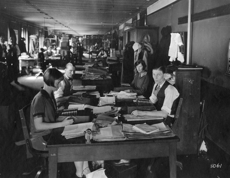 [RECURSOS] Fotos de Chicago (o lugares parecidos) en los años 20 Virginia_Tech_1920s_NS5436_Y