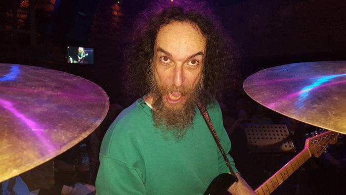 Γιάννης Δρόλαπας - Δεν «πρόδωσε» ποτέ την ροκ για τα φράγκα Drolap8