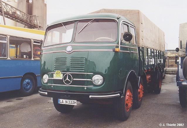 [Historique] Les Poids lourds Mercedes  JT057-Mercedes-LP333-Pritschen-Lkw-Fleischmann-dkgruen-Fr