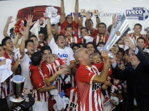 Estudiantes Campeón del Apertura 2010 Dale-campeon-grito-festejar-Pincha_OLEIMA20101212_0116_6