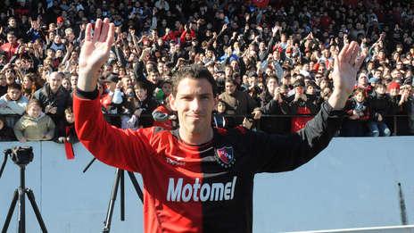 Gol, gol, en tu cabeza hay un gol - Página 4 Mira-presentacion-Maxi-Rodriguez_OLEIMA20120716_0124_5
