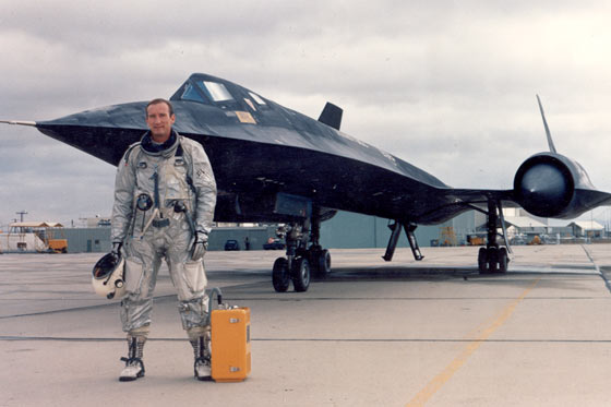Lockheed SR-71 Black Bird Pilot_By_Plane
