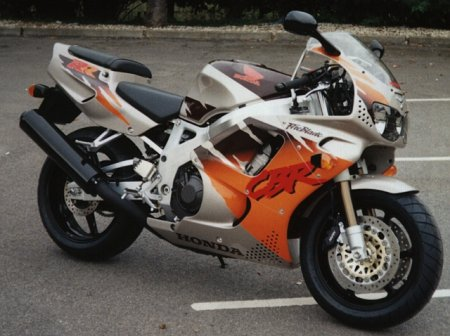 1000RR Fireblade com as cores da 900RR Fireblade de 1994 Firstpic