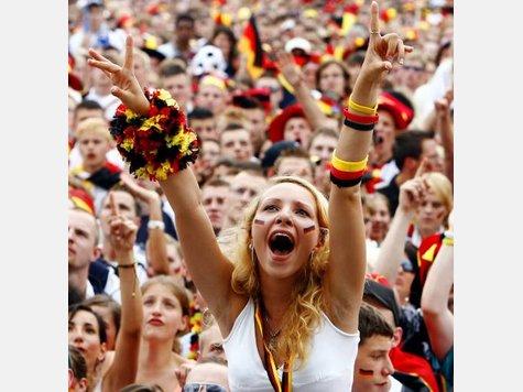 Nationalmannschaft 316139380-fanmeile-berlin-fussball-deutschland.9