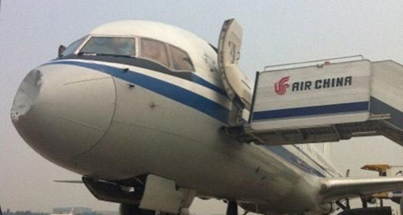 Cosas raras en el cielo Air-China-Dent-FTR