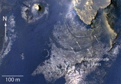 Eau sur Mars : un ancien lac identifié ? McLaughlin_Crater_2