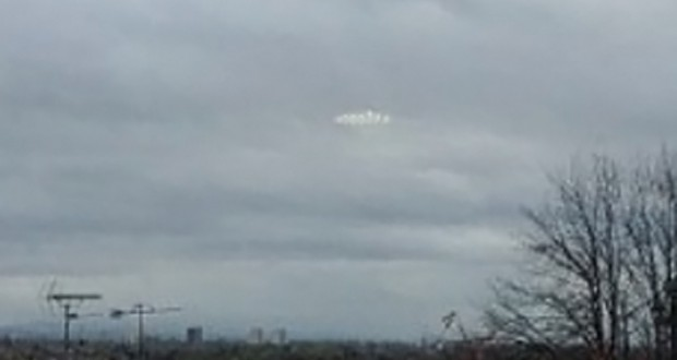 Photo allegedly shows a UFO hovering over Manchester Manchester_reflection_ufo_ftr-620x330