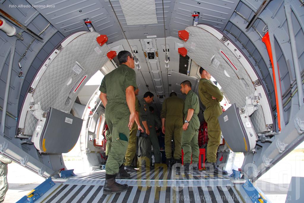 c295 للقوات الجويه العمانيه A-tancos-1c2aamissao-c295-02jun09-110-copy