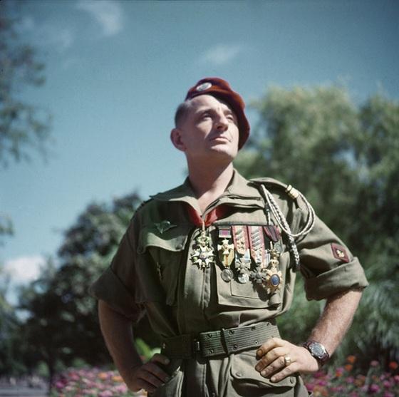 BIGEARD Marcel - général - grand soldat meneur d'hommes INDO et Algérie jusqu'en 1959 - Page 8 Bigeard-20100618
