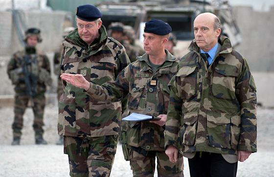 Alain Juppé se dit fier des militaires français en Afghanistan Juppe-20101227