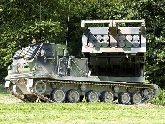 L'avenir du 1er régiment d'artillerie menacé Lru-20101028