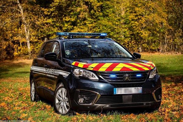 Les gendarmes vont rouler en Peugeot 5008 . 5008-gendarmerie-20201124