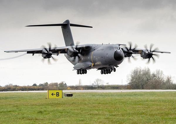 Satisfaite des performances de l'A400M, la Royal Air Force confirme le retrait de ses avions C-130J Hercules . A400m-raf-20210901