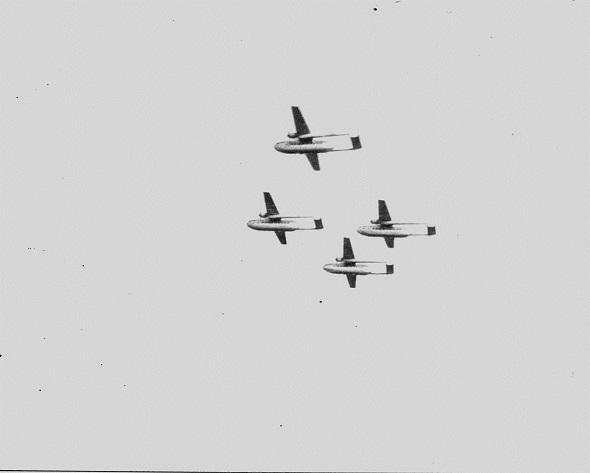 NORATLAS: Quand l'armée de l'Air avait une patrouille acrobatique formée par des avions… de transport Guimauve-20141123