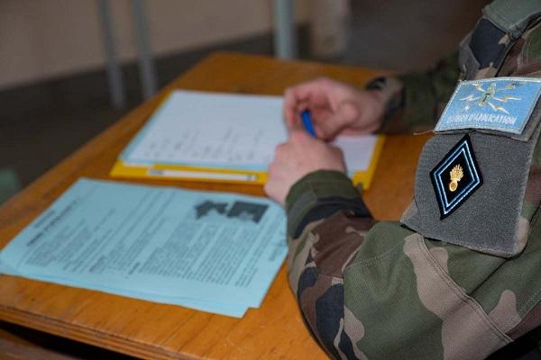 L'armée de Terre « rénove » le recrutement interne de ses officiers de carrière . Officier-20190601