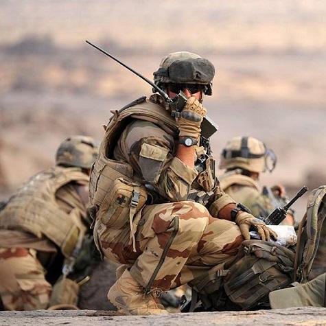 Des recherches du Service de santé des Armées ont servi à mettre au point la radio tactique CONTACT . Radio-20190424