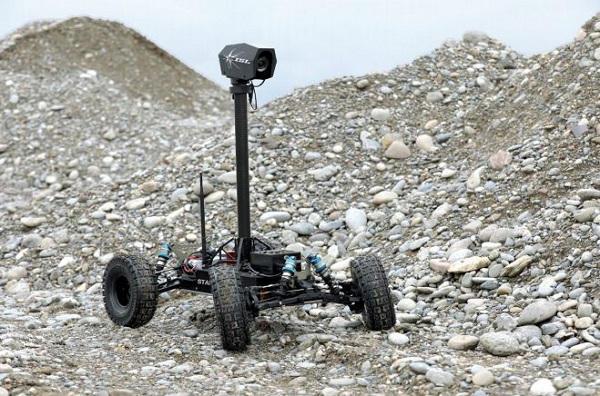 L'armée française s'intéresse à Stamina, un robot autonome capable de suivre un itinéraire sans GPS . Stamina-isl-20190515