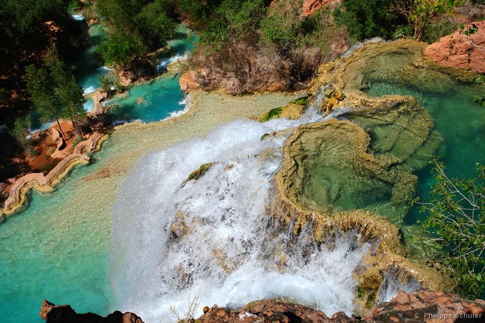 Une cascade, le bruit de l\'eau, nos sens en eveille - Page 2 Havasu%20Falls%20from%20above