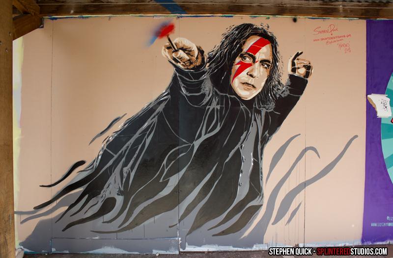 des streets arters ? et une question ? Alan-Rickman-by-Stephen-Quick-mix-Severus-Snape-et-Aladin-Sane-Bristol-UK