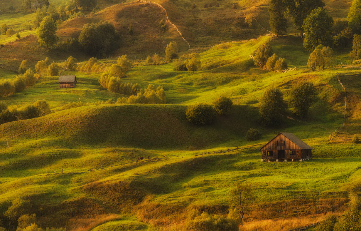 Kućice na  vrhu planine 4745441