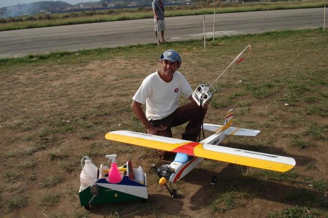 Pilotagem: de tabu a prazer 1186897107_aeroclube_e_aeromodelismo_065