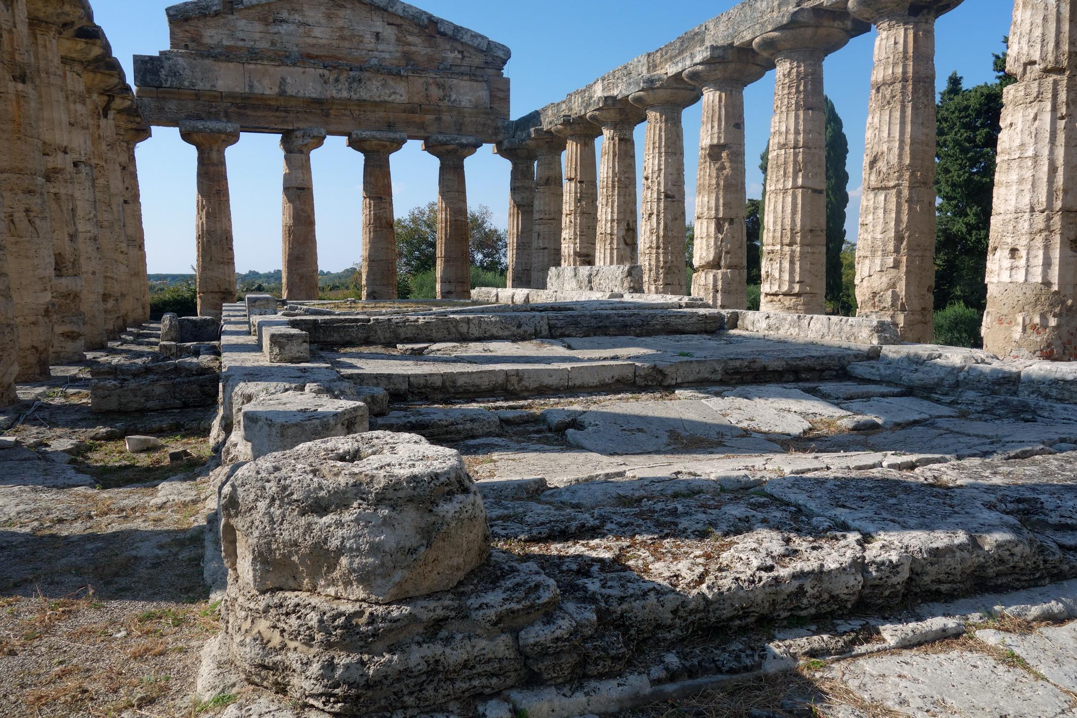 Athéné temploma Paestum-Athena-interior-D796