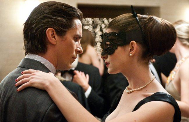 ¡Adivina la película! - Página 2 Christian-bale-bruce-wayne-batman-anne-hathaway-selina-kyle-catwoman-the-dark-knight-rises