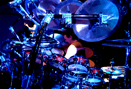 Com qual baterista no mundo você gostaria de tocar? Terrytokyostage1