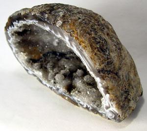 """Des découvertes archéologiques """"Improbables"""" pour l'époque? - Page 2 Geode_quartz"""