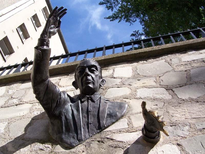 Attentat à Manchester Montmartre-statue