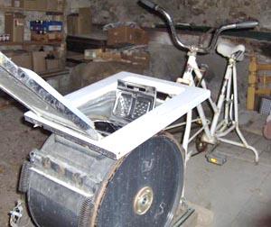Construire un lave-linge à pédales Machine_a_laver_a_pedale_b.ollivier_2_R