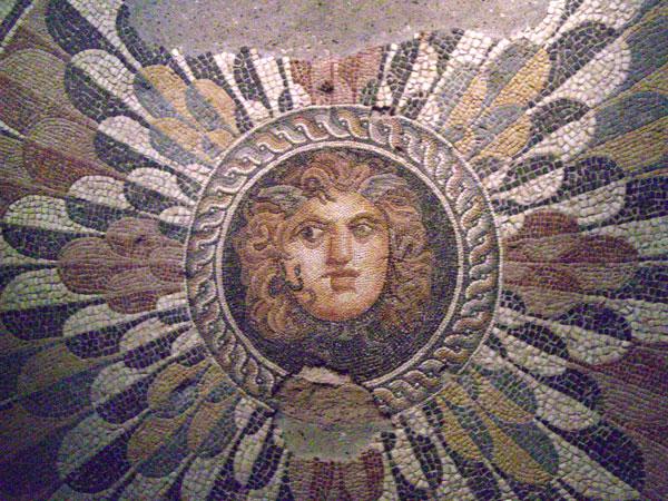 On aurait photographié Jésus. - Page 2 Alexandrie-Meduse