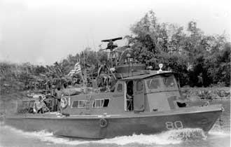 Patrol Air Cushion Vehicle (PACV) et Patrol Boat River (PBR) Pcf80