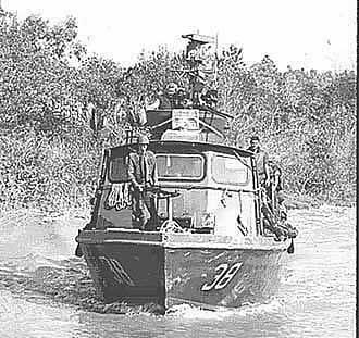 Patrol Air Cushion Vehicle (PACV) et Patrol Boat River (PBR) Return